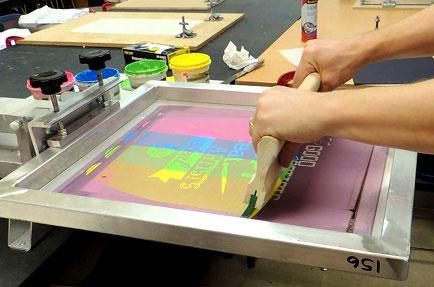 چاپ سیلک چیست ؟ همه چیز درباره چاپ سیلک